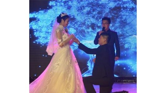 新娘结婚不要彩礼 收到来自市委的礼物和祝福