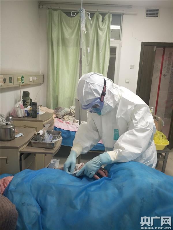深度报道:一位新冠肺炎患者的九天